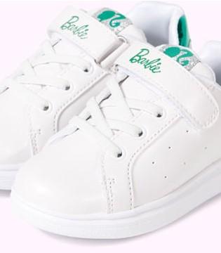 穿上芭比品牌时尚小白鞋 秋冬季就是这么出彩