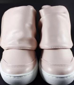 童鞋专家这有这么好的事 花一双钱 抱回两双鞋