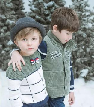 以纯童装拼色毛衣 冬日里的时尚温暖的衣衣
