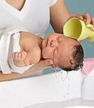 力维康育儿小知识 怎样让宝宝的头发乌黑柔顺有光泽