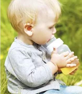 宝宝多喝水就能少生病吗 该注意些什么呢