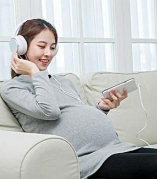 准妈妈孕期如何听名曲进行音乐胎教