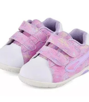 耐克、阿迪没啥了不起 国产童鞋少花钱也能穿出国际范儿