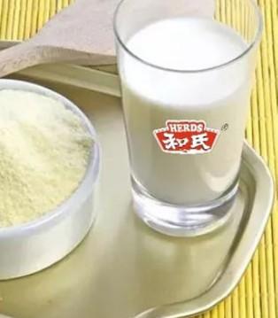 """和氏乳业纯正的""""羊奶源"""" 缔造品质好奶粉"""