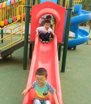 孩子玩滑梯好处多 玩滑梯意外受伤该如何应对