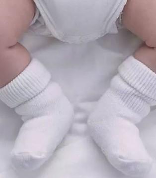 爱能特主题:宝宝睡觉要穿袜子吗 看这一点