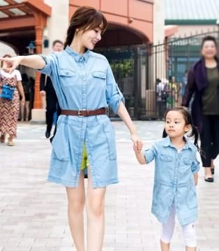 拉酷儿打造气场搭配 型范爸妈与女儿秒变时尚精