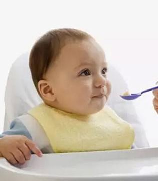 为什么宝宝就是不好好吃饭 是我们哪里做错了吗