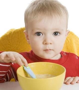 孩子吃饭坐不住是何原因 孩子边吃饭边玩危害大