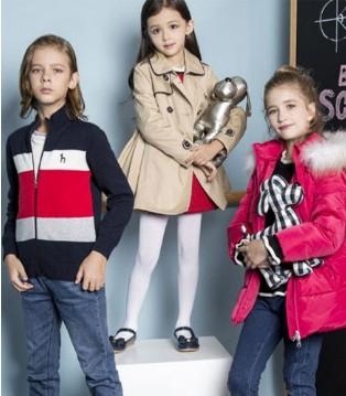 哈其斯 给孩子们新衣 给孩子们温暖的情意