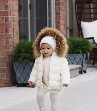 1岁半宝宝就这么会穿 这对辣妈萌宝组合也太有爱了