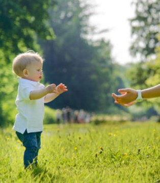 宝宝学步期需要经过几个不同的阶段 学步安全措施知多少