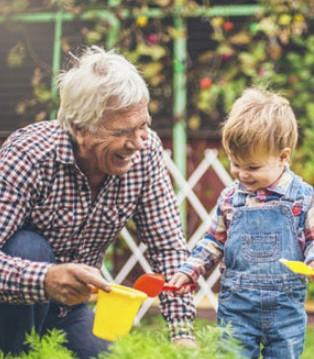 旗帜乳品:老人带孩子的千年老梗就该这样破