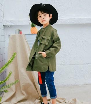 青稚品牌墨绿色休闲外套 雅得明朗 雅得有生命力
