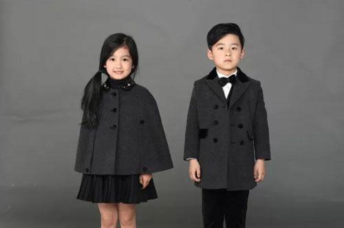 """贝贝摩登""""大衣节""""――时尚 凹造型 又不怕冷的大衣"""