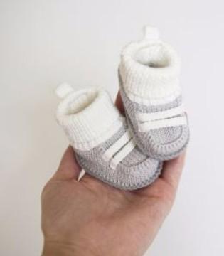 宝宝什么时候开始穿鞋 需要依情况而定