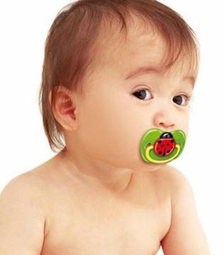 安抚奶嘴到底该不该用 这种奶嘴或致宝宝窒息