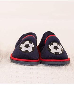 给宝宝选鞋要看年龄段 家长如何为宝宝挑双好鞋