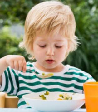 这五种食物千万不能给孩子当早餐 家长们要注意