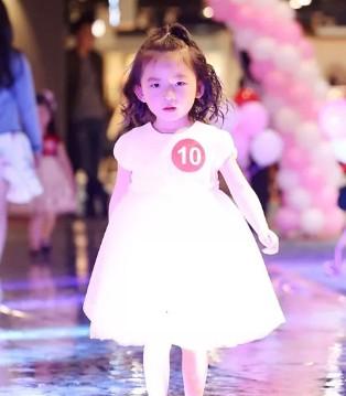 给自己最棒的年终总结 MONNALISA杭州大厦岁末时装秀