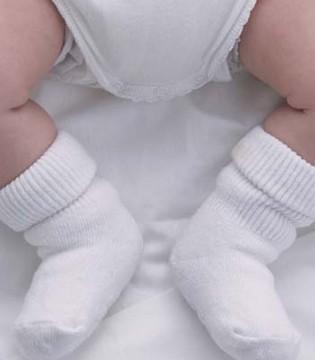 天冷了必须要给宝宝穿袜子 聪明如你应该这样做