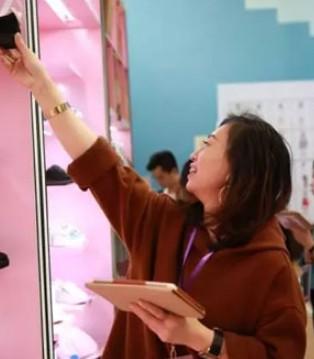 时尚小鱼第53届2018秋季新品发布会圆满结束