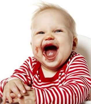 宝宝总是不能独立吃饭 原来这三大关键期很重要
