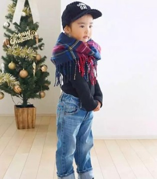 """3岁""""时尚精""""的冬季潮搭配 家有女宝就给她这样打扮"""