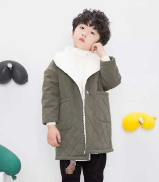 史丘比最新款式 已为宝宝们选好温暖舒适的冬衣