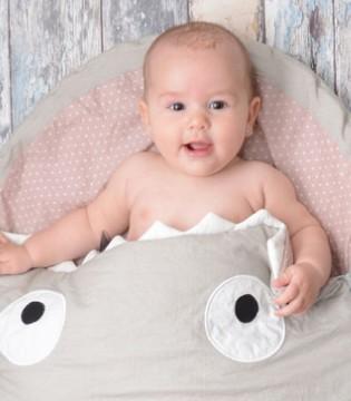 宝宝踢被子是何原因 如何预防宝宝踢被子