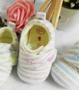 脚部保暖很重要 小猪丹尼重视宝宝脚的保暖