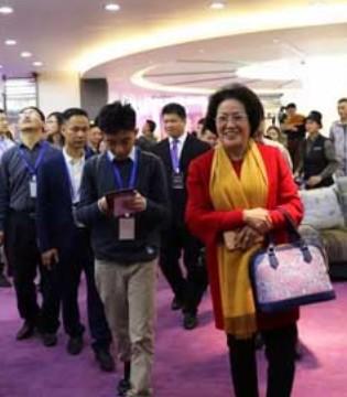 出席广东县域电商大会的专家和领导参观爱华集团