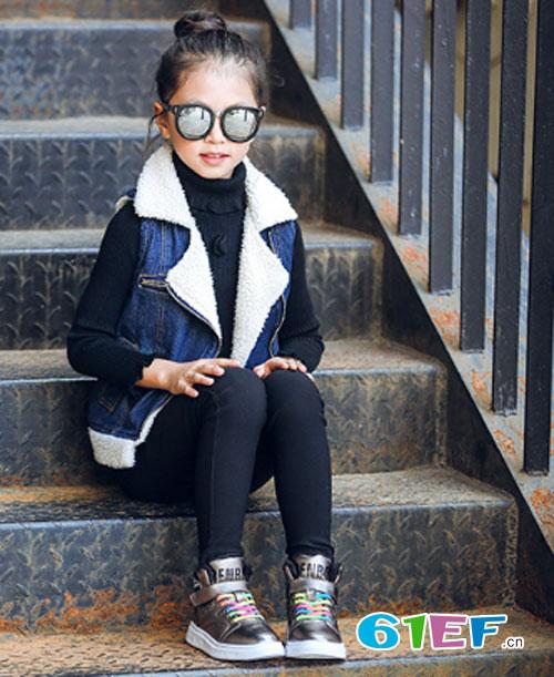 寒冷的冬季 小女童怎么能少了一双保暖棉鞋