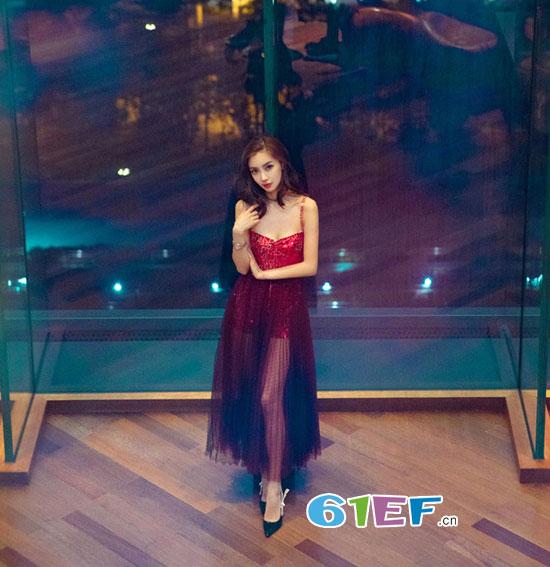 Angelababy亮相浙江卫视领跑2018演唱会 首次登台独唱