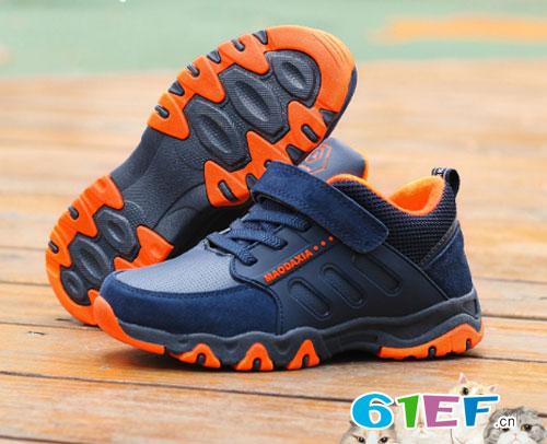 保暖时尚、新颖酷炫运动鞋 是宝贝冬季不二的选择