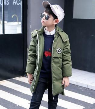 冬季小男孩酷帅有型的装扮 时髦又养眼