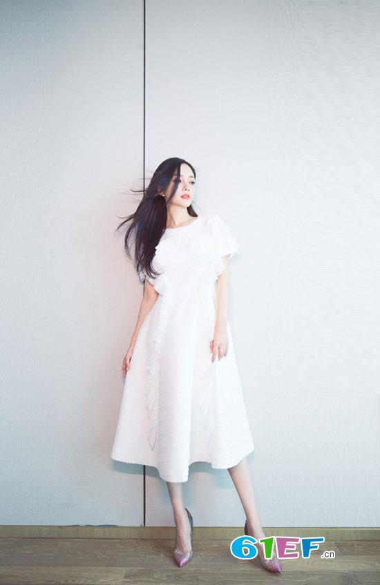 时尚辣妈李小璐清新写真大片 像误入凡间的仙子