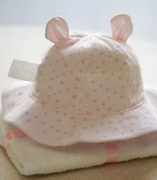 爱能特主题:冬天给宝宝戴帽 不为装酷不为帅