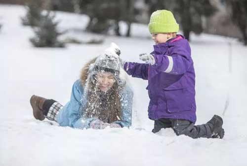 卡波树:终于下雪了 滑雪需要专业装备 专业保护哦
