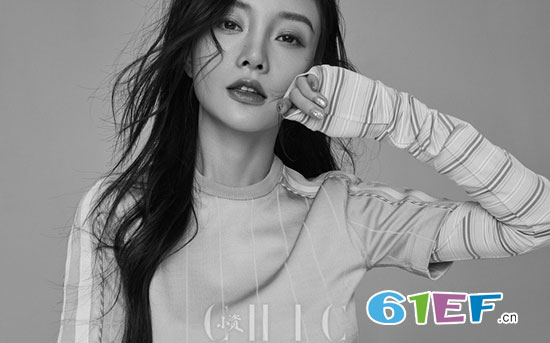 """""""人设崩塌""""的李小璐登《小资CHIC》2018开年刊封面"""