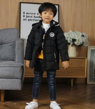 黑色羽绒服保暖又耐脏 Fun World凡兜带来新搭配