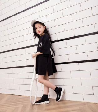 简单的黑白交织时尚 欧卡星品牌2018春夏新品