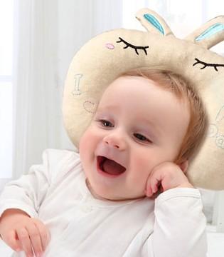 宝宝多大要用枕头 如何为宝宝选择和清洁枕头