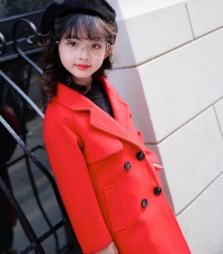 保暖又吸睛红色外套 展现小公主优雅气质