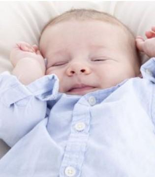 如何帮助宝宝翻身 新手爸妈必学知识点