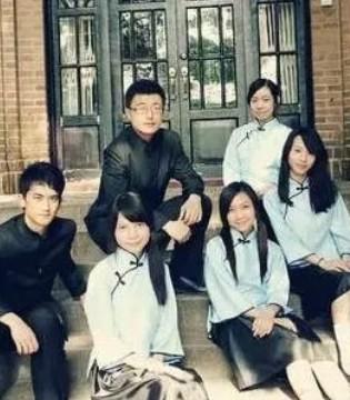 南墨:青春闪耀灿烂 与校服有关的日子