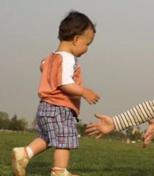 关于宝宝学步 家长们都需要了解这些