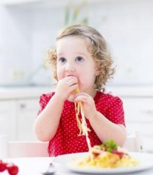 你的宝宝偏食吗 宝宝偏食常见4种表现