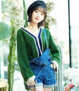 毛晓彤做客某综艺节目 一袭吊带裙看是平淡无奇实则内涵玄机