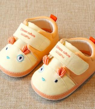 如何选择宝宝学步鞋 分年龄段选童鞋的注意事项